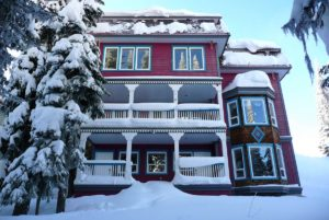 Ski in ski out, home for sale. 355 Hindle Lane, Silver Star Mountain Resort